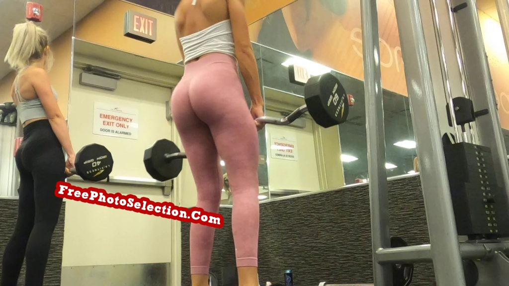 Hot blonde's ass while she does the deadlift exercise